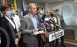 The President of the Democratic Party, Zoran Lutovac, held a press conference, and the topic of the conference was the reform of the Democratic party in the context of fraudulent elections. 