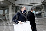 After three hearings of three lawsuits for texts published by Informer, the president of the Party of Freedom and Justice, Dragan Djilas, held a press conference in front of the Palace of Justice.Posle tri saslusanja po tri tuzbe za tekstove koje j